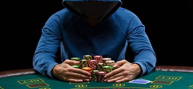 intreccio poker dal vivo ed esports