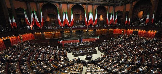 sembra che la politica italiana si sia schierata a favore del gioco azzardo